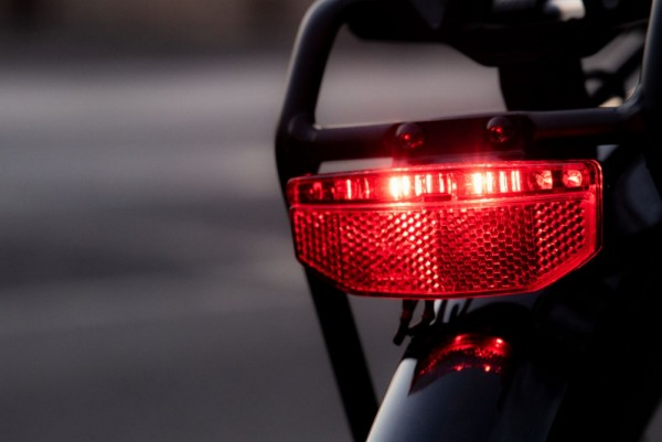 01374 LED Rücklicht EDGE mit Stoptech Funktion, E-Bike 6-40 Volt, Standlicht, STVZO, 50 mm, 4 Led`s
